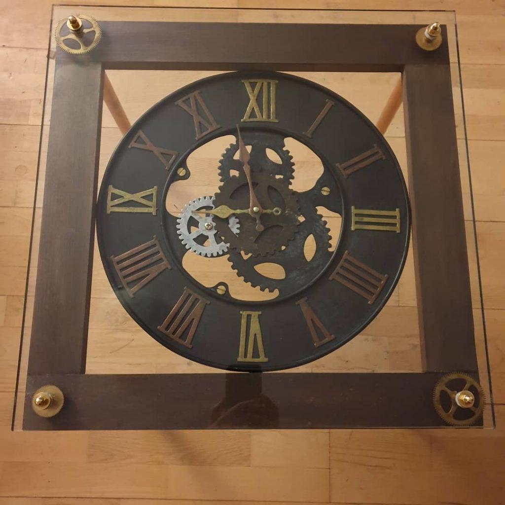 Steampunk Interior Design Beistellstisch Uhr