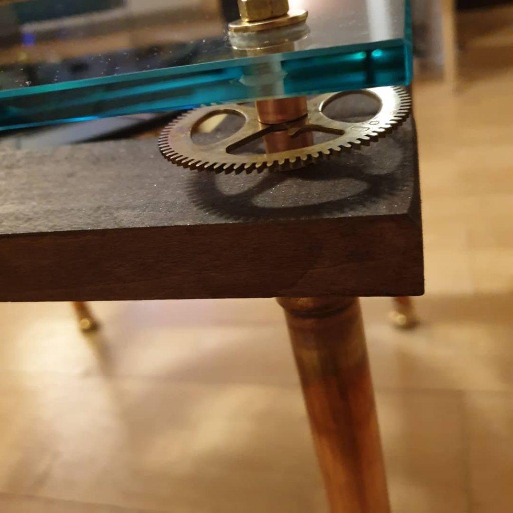 Beistellstisch Uhr Steampunkdesign Wien