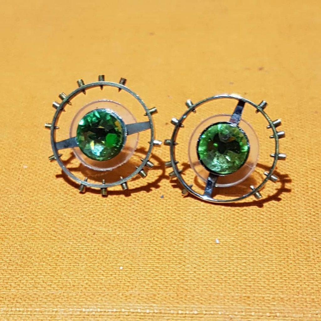 Ohrstecker aus Uhnruh mit grünem Swarovski Kristall